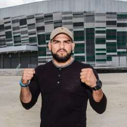 No lançamento do UFC Fortaleza, americano Kelvin Gastelum revela ser fã de Wesley Safadão